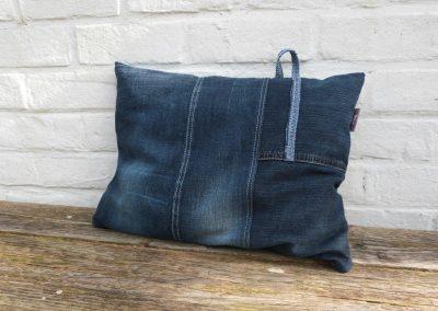 Comfortabel donkerblauw denim jeans kussen