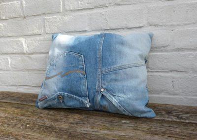 Denim blue stonewashed jeans kussen