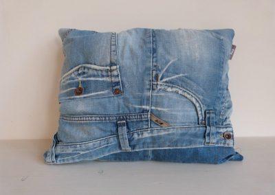 Denim aged blue jeans kussen