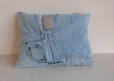 bleached denim jeans kussen