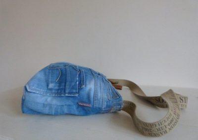 jeanstas liggend