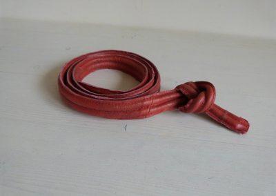 rood leren schoudertas draagband