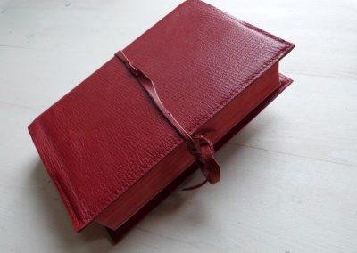 bijbelhoes rood portugees leer
