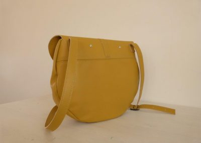 Gele tas gerecycled leer rond achterkant