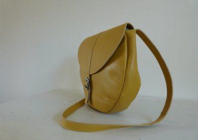 Gele tas gerecycled leer rond zijaanzicht