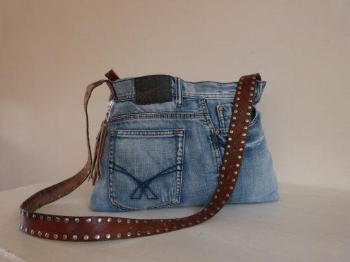 De Ellizz-bag: Jeanstas met leren draagband