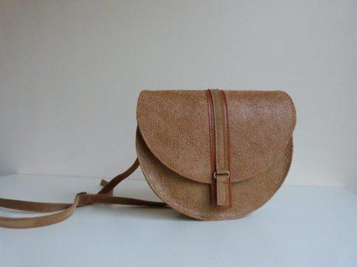 De Esta-bag petit: kleine tas van geschuurd gerecycled leer